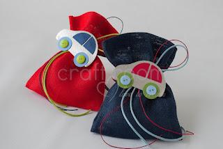 μπομπονιέρα μπλε και κόκκινο πουγκάκι με αυτοκινητάκι
