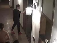 'Berisik' Saat Bercinta, Pria China Diseret dari Kamar Hotel - Page 3