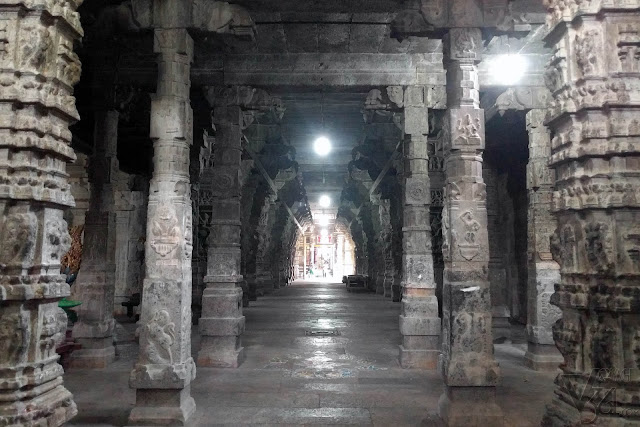 Inner columns inside the temple