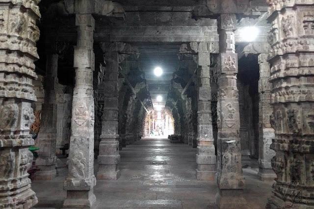 Inner columns inside the temple
