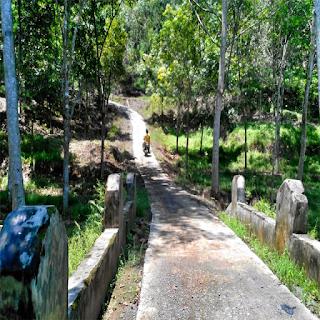 jalan menuju curug manakara sukaraja tasikmalaya
