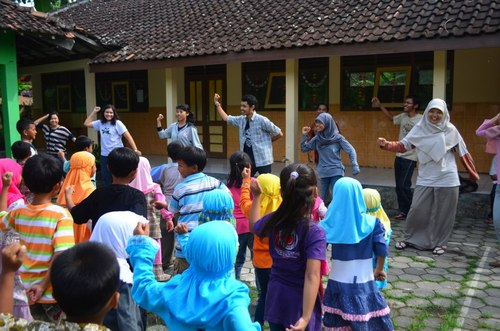 sekolah berjalan, sekber BFM, Book for Mountain, peduli pendidikan, anak-anak pelosok, pelosok negeri, pendidikan di pelosok nusantara, aksi pendidikan, aksi anak muda, welove book we love kids, we adore indonesia