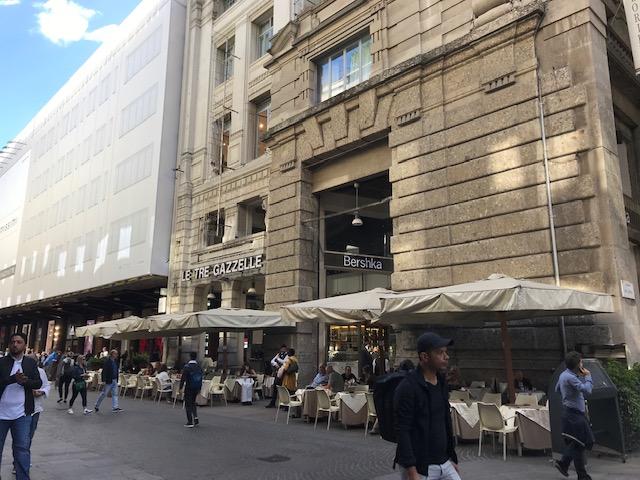コルソ・ヴィットリオ・エマヌエーレII通りにあるカフェ