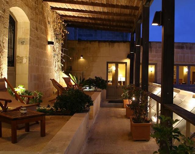 http://4.bp.blogspot.com/-1ZnlRbEOZ40/T-kv1AegoAI/AAAAAAAABCM/gg8WGldOGiE/s1600/balcony+lights.jpg