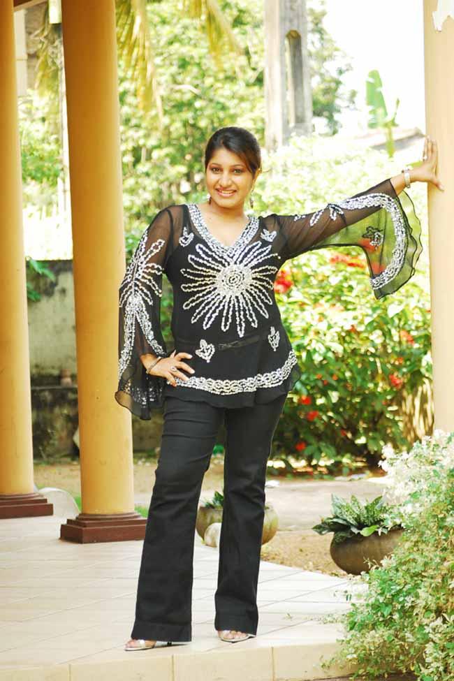 Sri Lankan Stars at Miss Sri Lanka 2011 Grand Finale ~ Sri