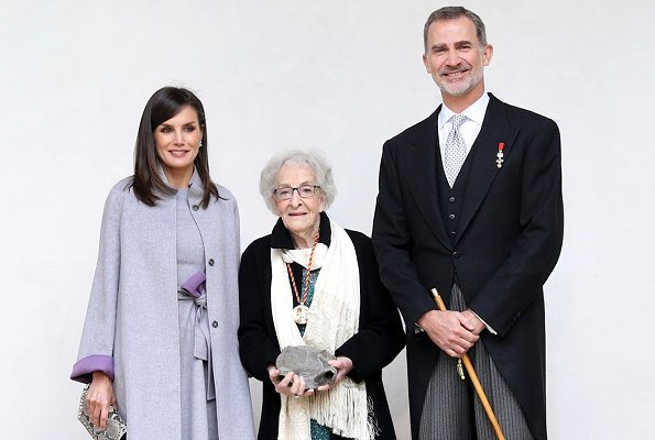 Queen Letizia outfit Carolina Herrera Fall 2016 collection. Uruguayan poet Mrs. Ida Vitale
