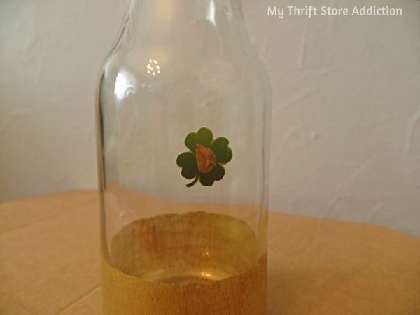 Gold Shamrock Upcycled Bottle Vases mythriftstoreaddiction.blogspot.com Recycled bottles, stickers and gold paint used to create glam vases for St. Patrick's Day!