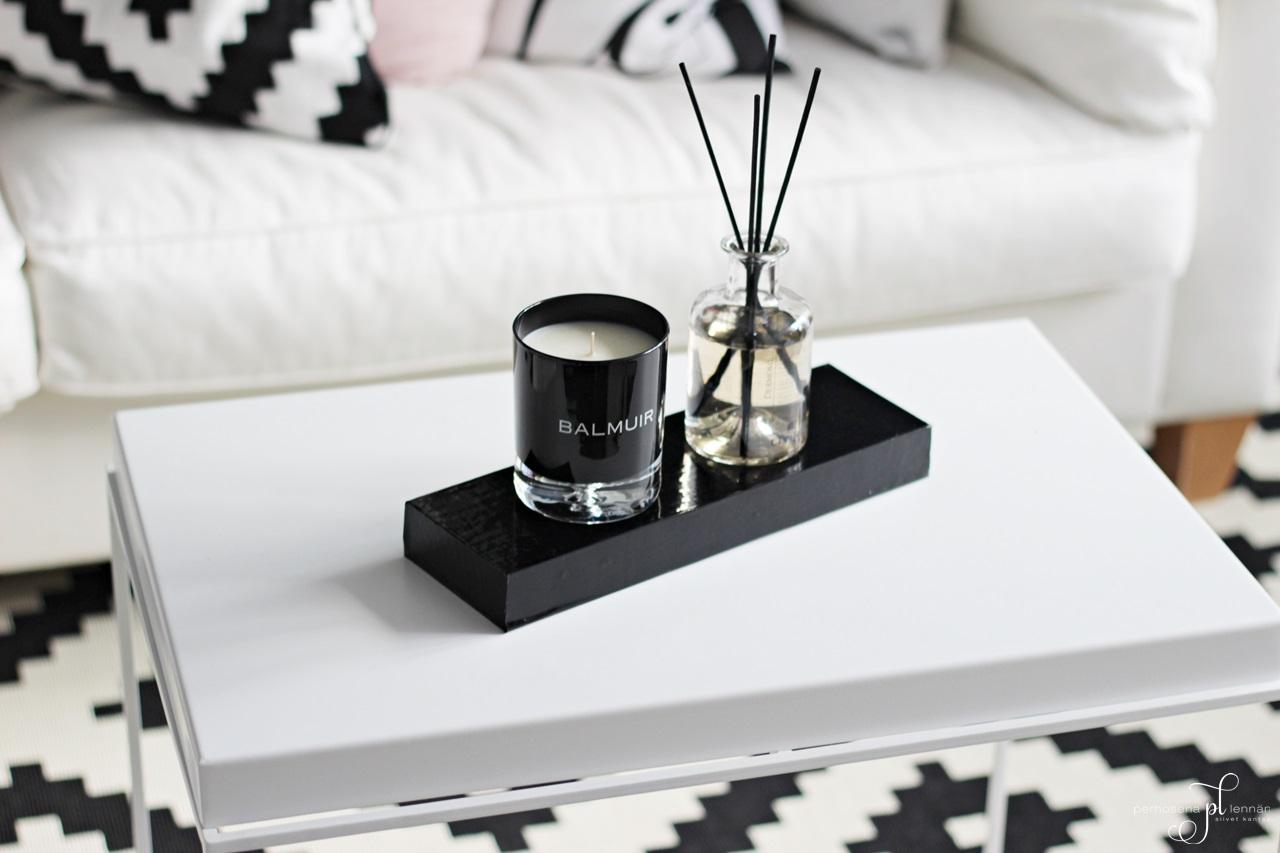 Dermosil huonetuoksu  room aroma Balmuir kynttilä hay tray tarjotinpöytä ikea lappljung ruta matto carpet scandinavian home