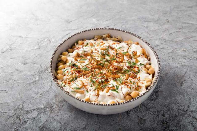 Fatteh with Chickpeas in a serving dish
