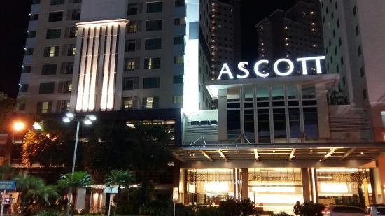 Hotel Ascott Waterplace Surabaya berhantu?