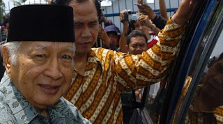 """Kisah lucu Soeharto part II """"Mengapa ikut? Wong Saya Mau kencing Kok"""
