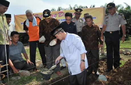 Wagub Nasrul Abit Lakukan Peletakan Batu Pertama Pembangunan SMA Punggusan