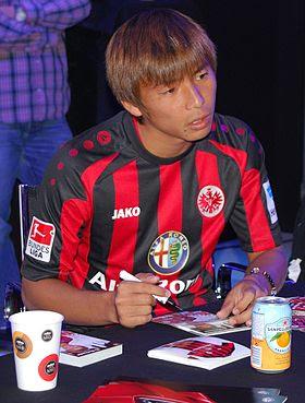 Takashi Inui menandatangani kontrak bersama Eintracht Frankfurt
