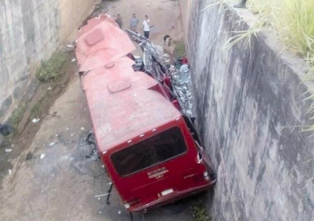 Un muerto y 33 heridos en accidente de buseta en el Táchira