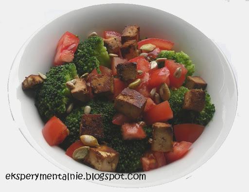 sałatka z brokulow i tofu