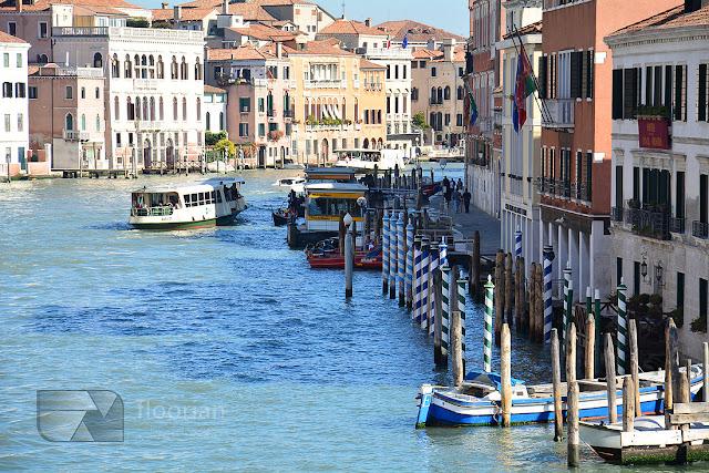 Transport publiczny w Wenecji stanowią tramwaje wodne – Vaporetto będące jedynym środkiem komunikacji publicznej w mieście.