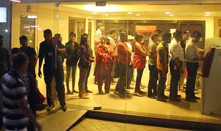 bank-atm-que-in-india