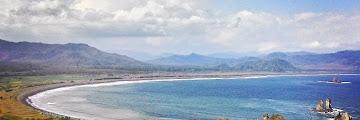 Teluk Love Pantai Payangan; Pesona dari Kampung Halaman