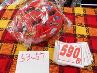 中古品のヘルメットは53㎝~57㎝赤のトミカ、590円です。