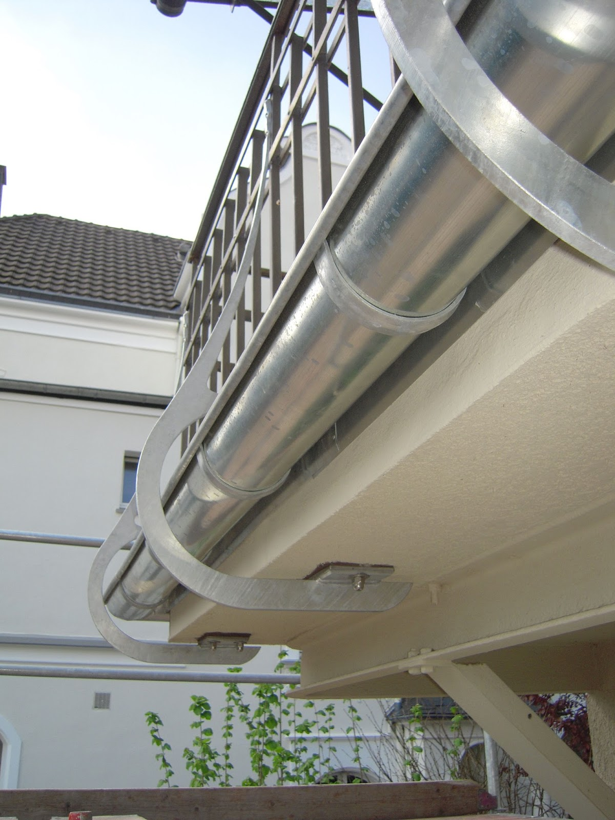 Balkongelanderpfosten Unter Balkonplatte Frobel Metallbau