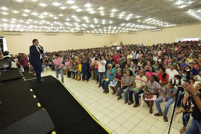 Flávio Dino entrega mais 1.500 Cheques Minha Casa e apoia reformas das moradias e geração de trabalho