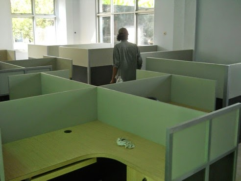 Meja Sekat Kantor Bentuk X - Custom Furniture Kantor Semarang