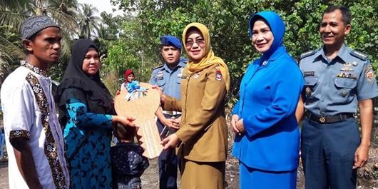 """Lantamal II dan Baznas Kota Padang """"Bedah"""" 2 Rumah di Koto Tangah"""