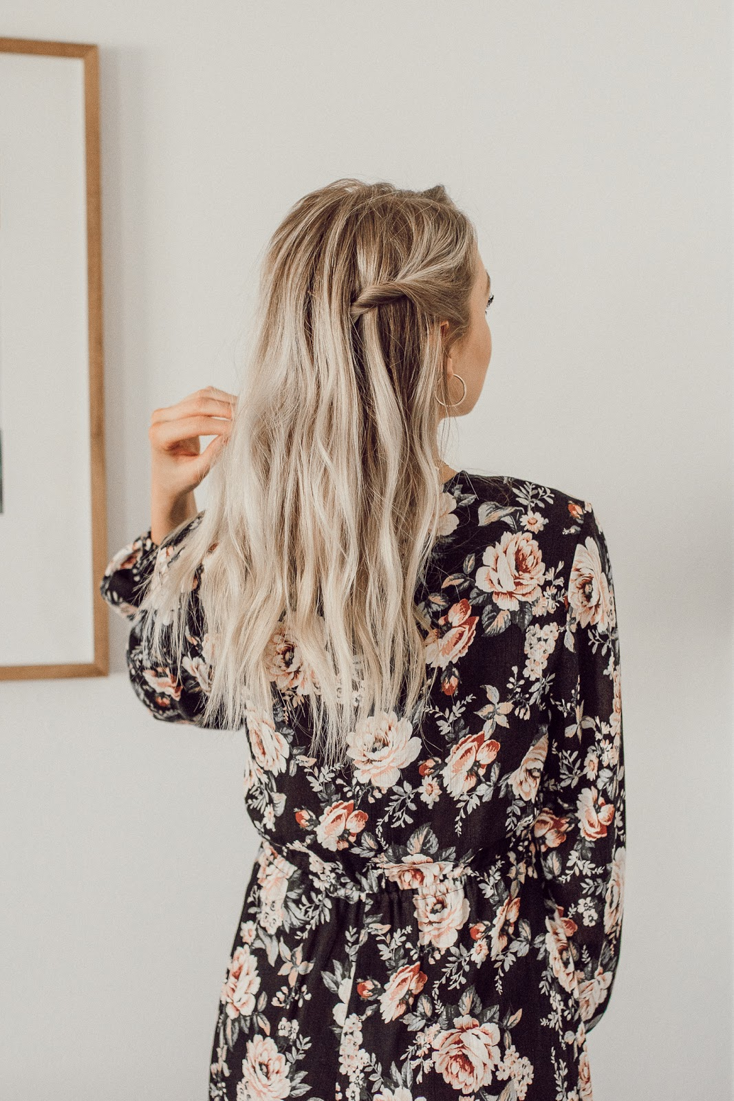 a simple, romantic hairstyle I love | Love, Lenore