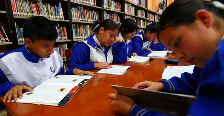 Responden los participantes de la reunión de los polémicos libros que elabora el MINEDU