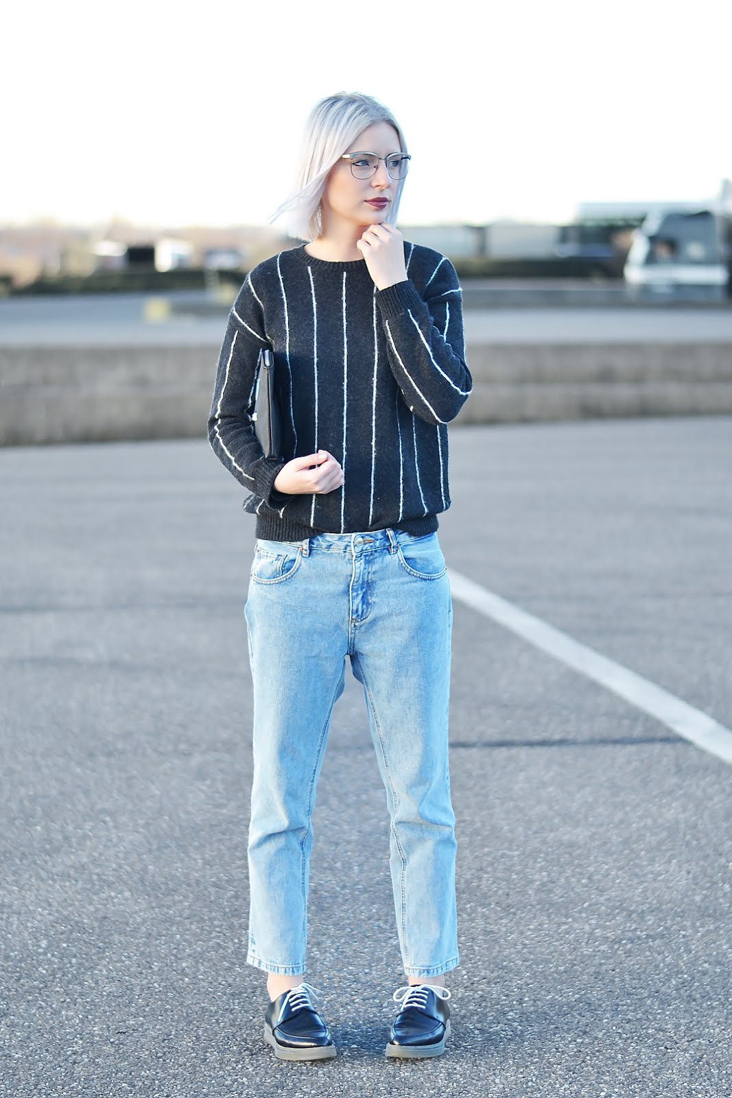Pinstripe, mango, pull and bear, girlfriend jeans, brogues, transparent, outfit, belgian blogger, belgische mode blogger, trends, monster clutch, esprit, normcore, street style