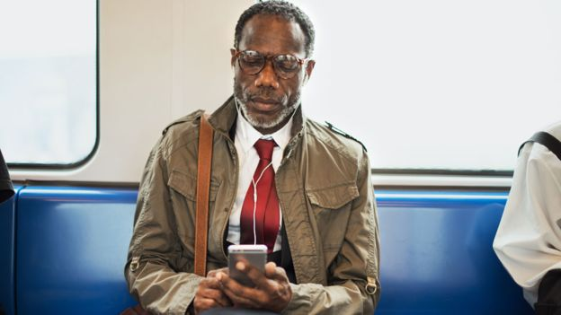 Emails read while commuting 'should count as work'