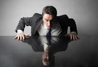 Если директор - единственный учредитель, трудовой договор не заключается