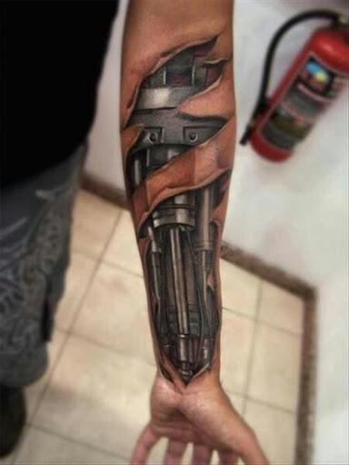 Cyborg braço de tatuagem