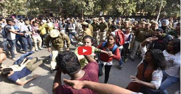 रामजस कॉलेज में देशद्रोही 'उमर खालिद' की जमकर हुई पिटाई... विडियो वायरल!