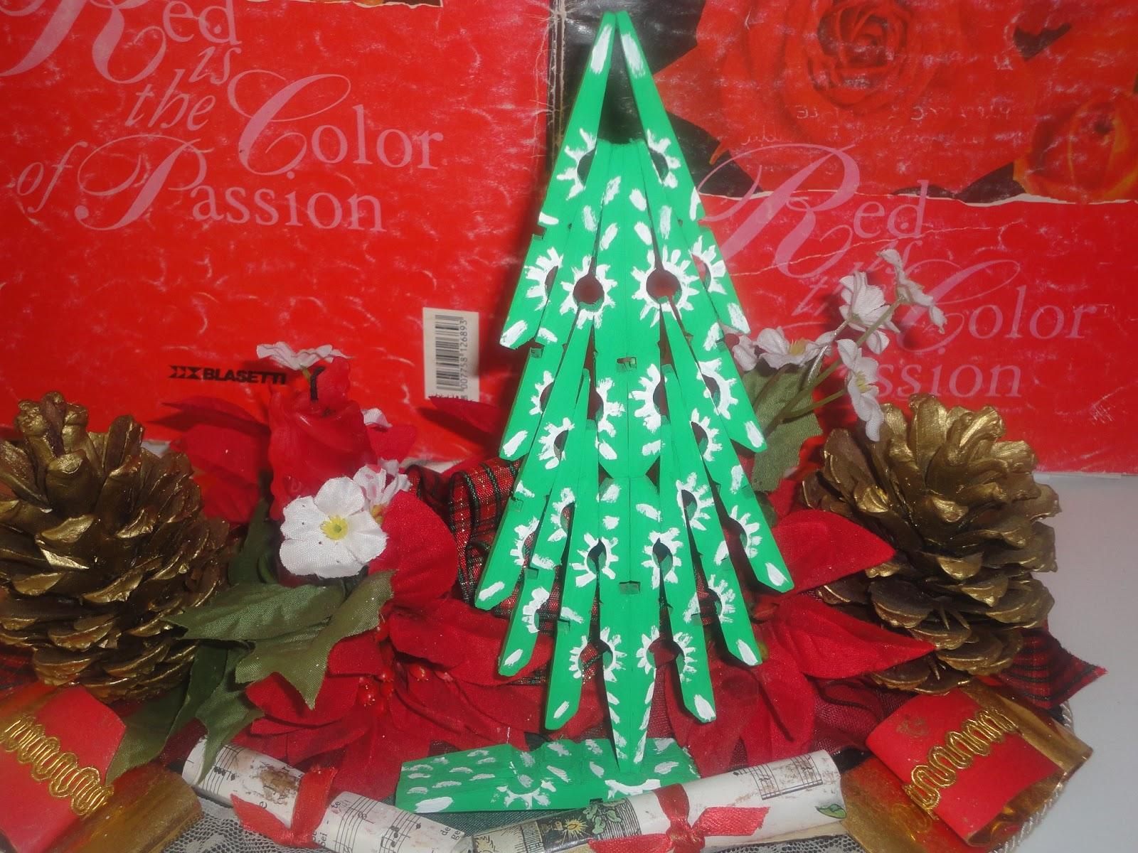 Lavoretti Di Natale Con Le Mollette Da Bucato.Babun E Altro Albero Di Natale Con Mollette Da Bucato
