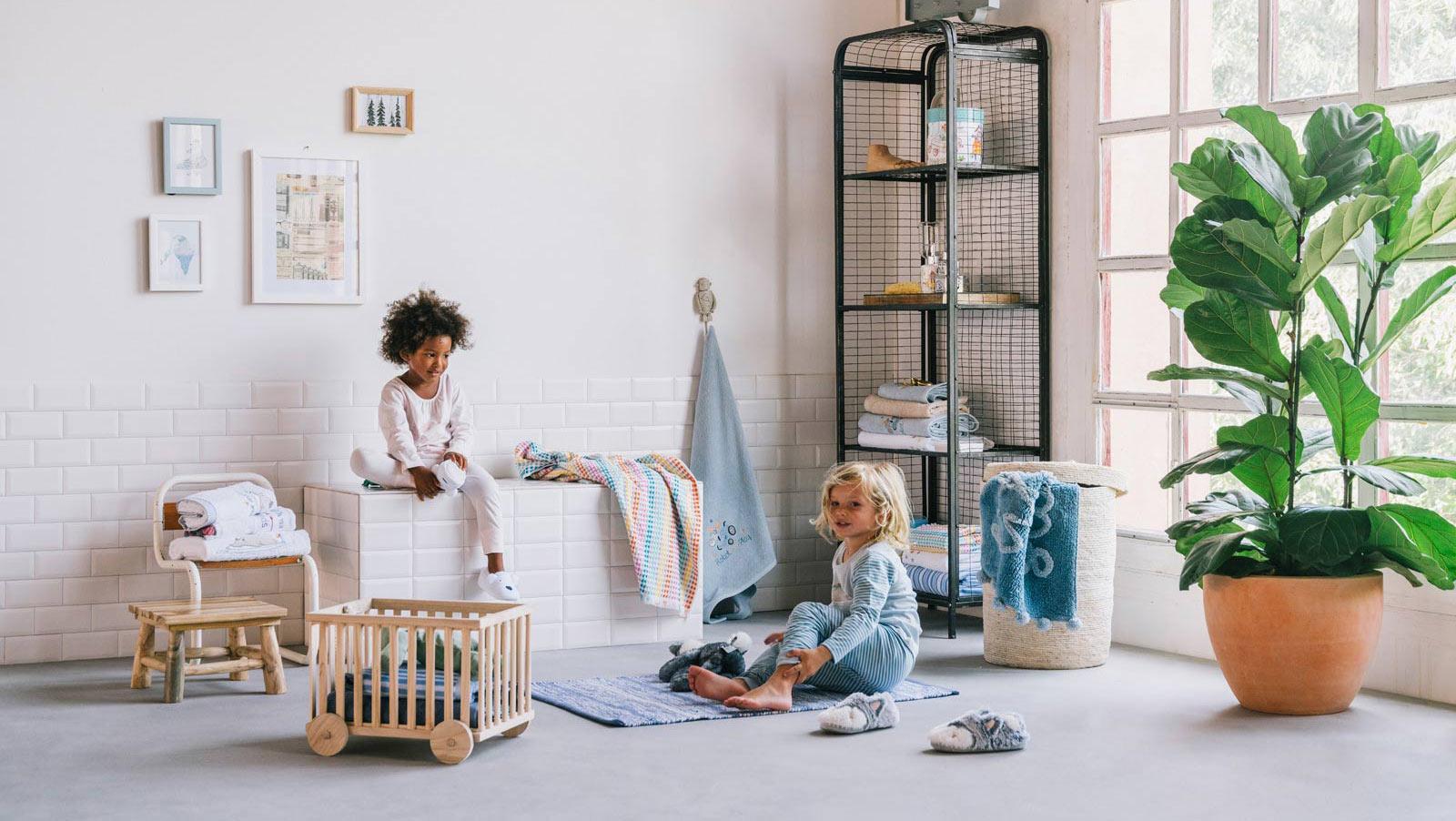 maituins. Black Bedroom Furniture Sets. Home Design Ideas