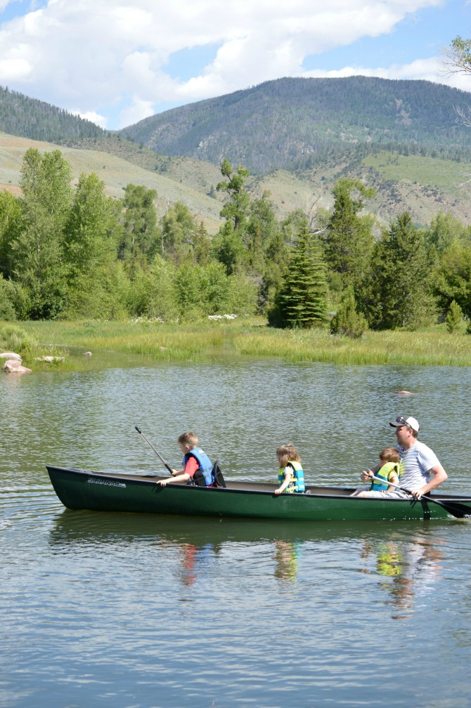 kid friendly summer activities: family canoe ride
