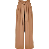 https://eu.riverisland.com/p/petite-beige-paperbag-waist-wide-leg-trousers-722913