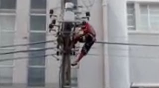Homem morre eletrocutado após subir em poste durante discurso de Dilma; veja vídeo