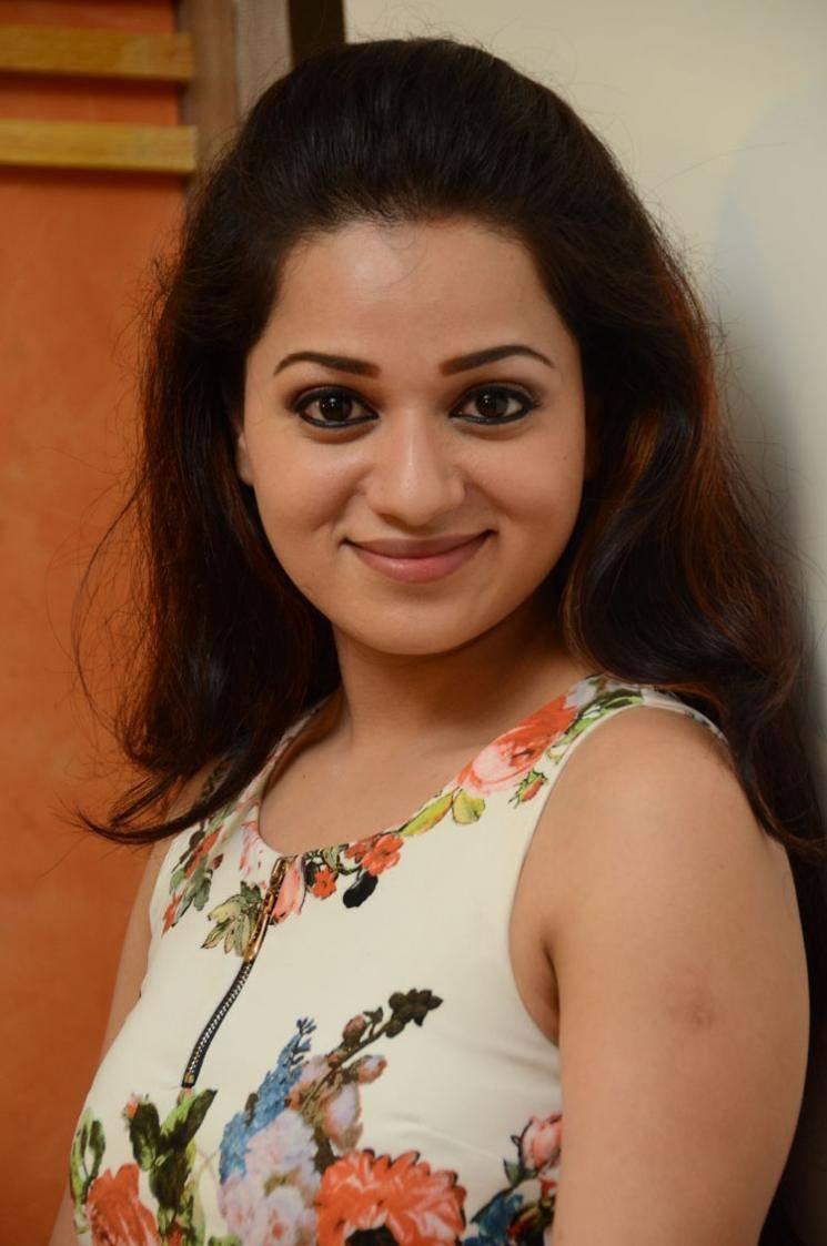 Reshma Rathore Latest Hot Cleveage White Sleveless Tops -2554