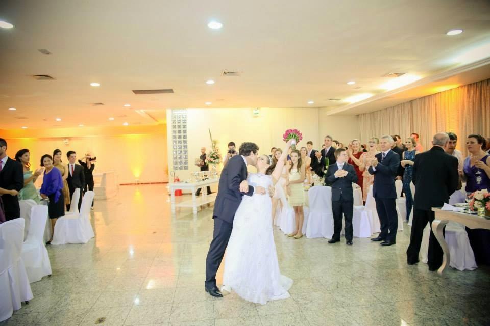 festa-noivos-entrada-noivos
