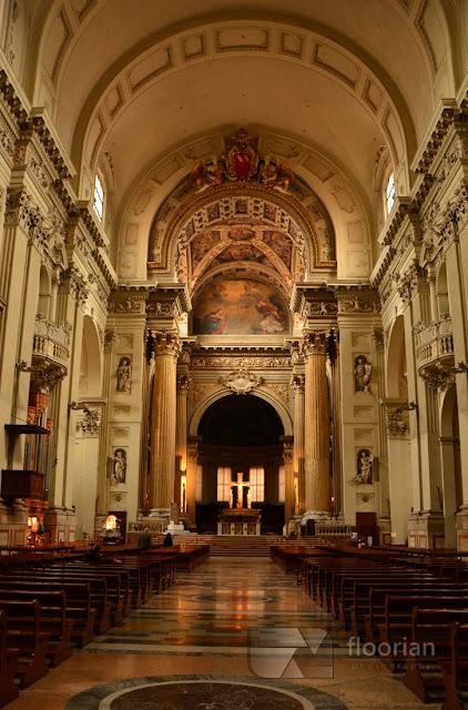 Zwiedzanie wnętrza Katedry Świętego Piotra w Bolonii. Porady, wskazówki