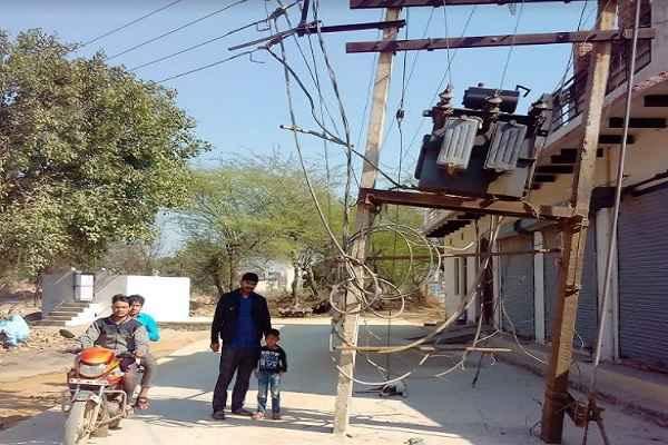 hathin-news-bijli-ka-transformer-on-middle-road-go-to-aspatal