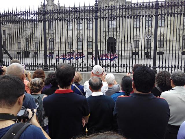 Cambio de guardia en Palacio de Gobierno de Lima, Perú