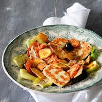 Salada de batata doce, courgette e queijo halloumi grelhado