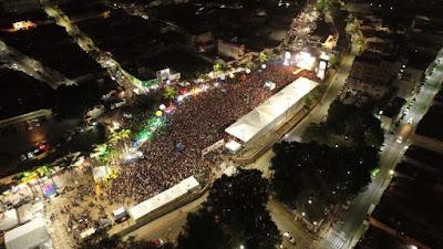Repertório carregado de paixão invadiu Praça Mestre Dominguinhos!