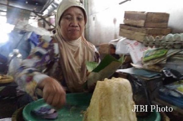 Lewat Berjualan Getuk, Ibu Ini Mampu Naik Haji Dan Jadikan Kedua Anaknya Sukses