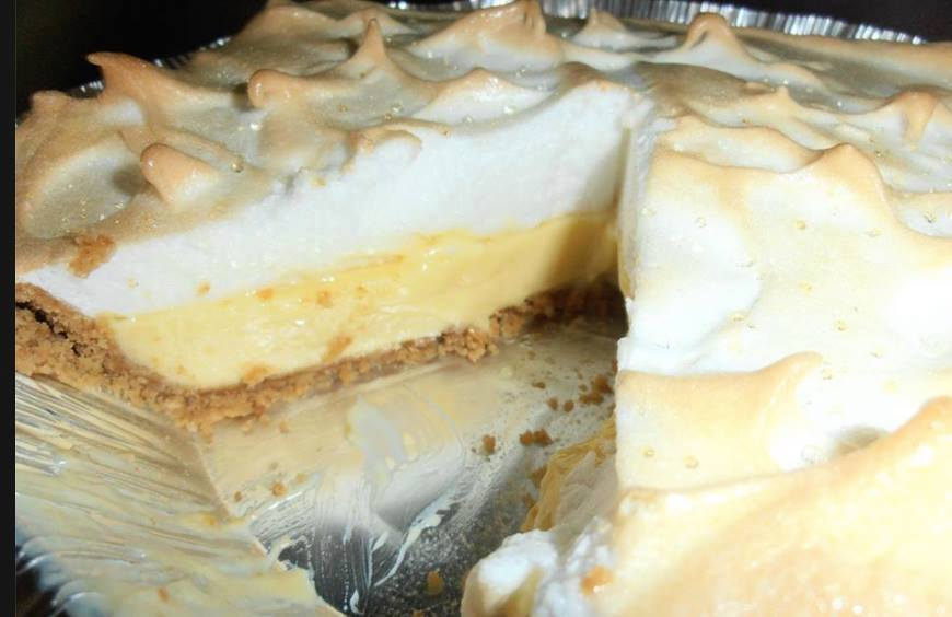 Easy lemon meringue pie for Lemon meringue pie with graham cracker crust