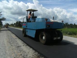 alat pemadat aspal, pemadat roda karet, pneumatic tire roller, tyre roller