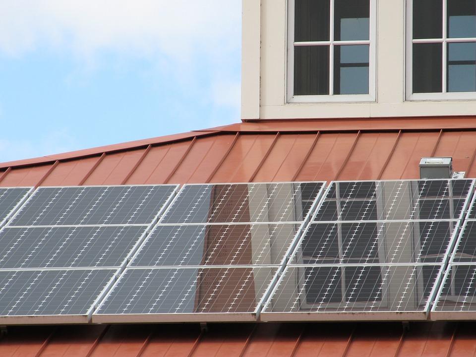 Painel solar num telhado